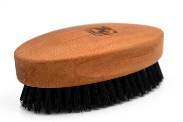 """Profi-Haarbürste in ovaler Form """"Die Handliche"""" aus Birnbaumholz & Wildschweinborste"""